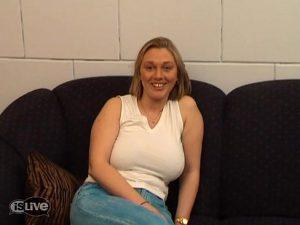 Blonde moeder met grote tieten!